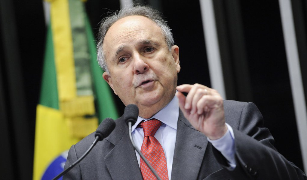 Senador Cristovam Buarque (PDT-DF) cobra mais investimentos em ciência e tecnologia e disse que o Brasil tem desperdiçado recursos, além de investir de forma insuficiente e incorreta no setor