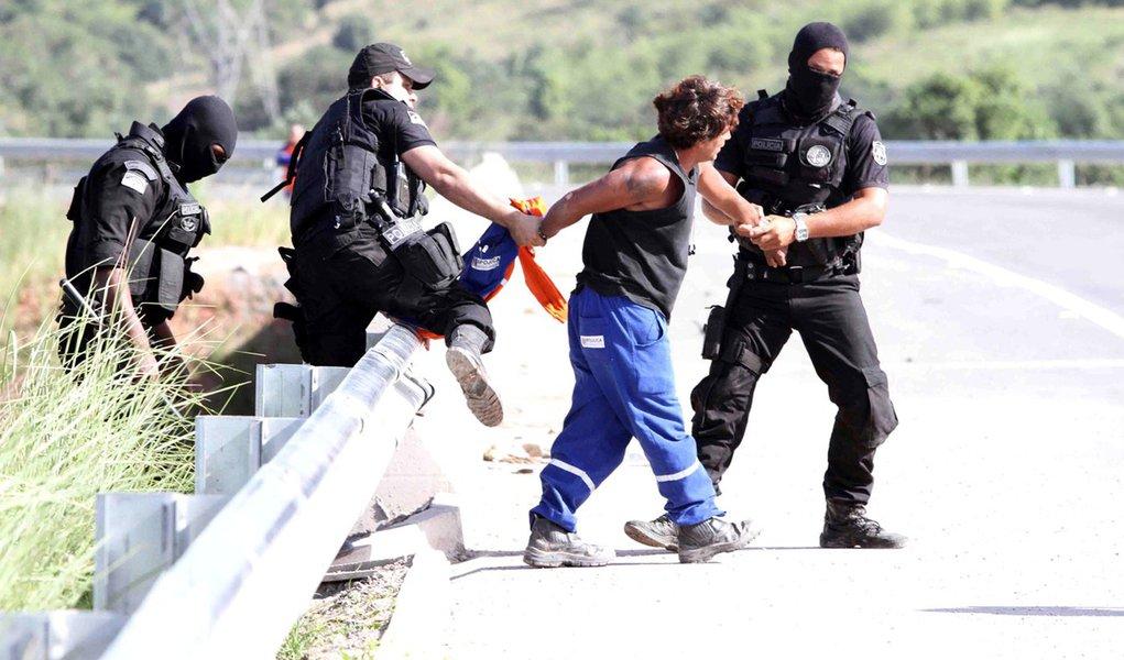 Após quebra-quebra na refinaria da Petrobras em Suape, prisões e volta ao trabalho