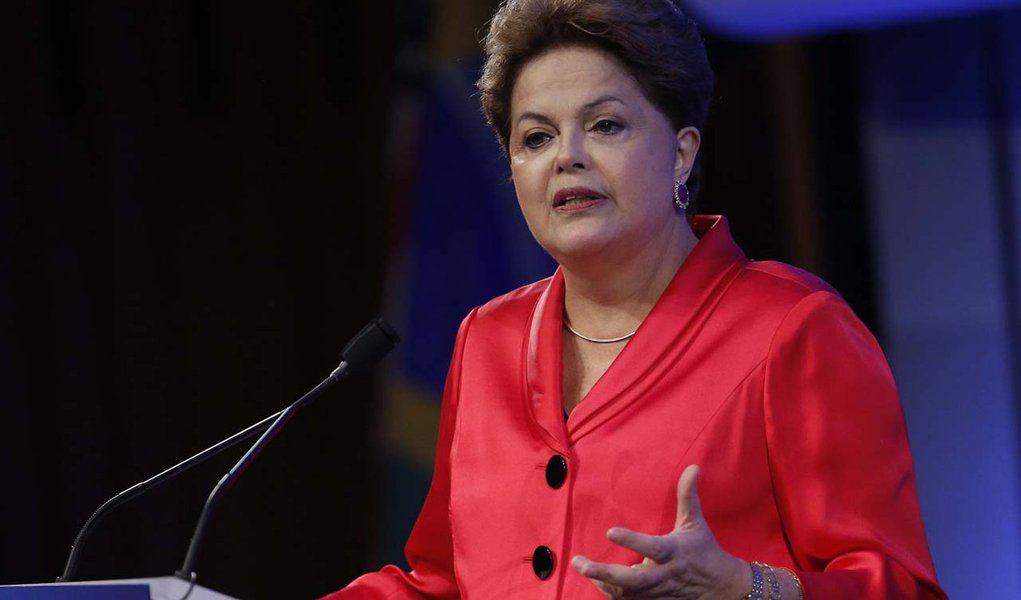 Dilma Rousseff, President of Brazil, delivers a speech at the Brazil Infrastructure Opportunity event in New York, September 25, 2013.  Rousseff is in New York for the United Nations General Assembly.   REUTERS/Chip East (UNITED STATES - Tags: POLITICS)