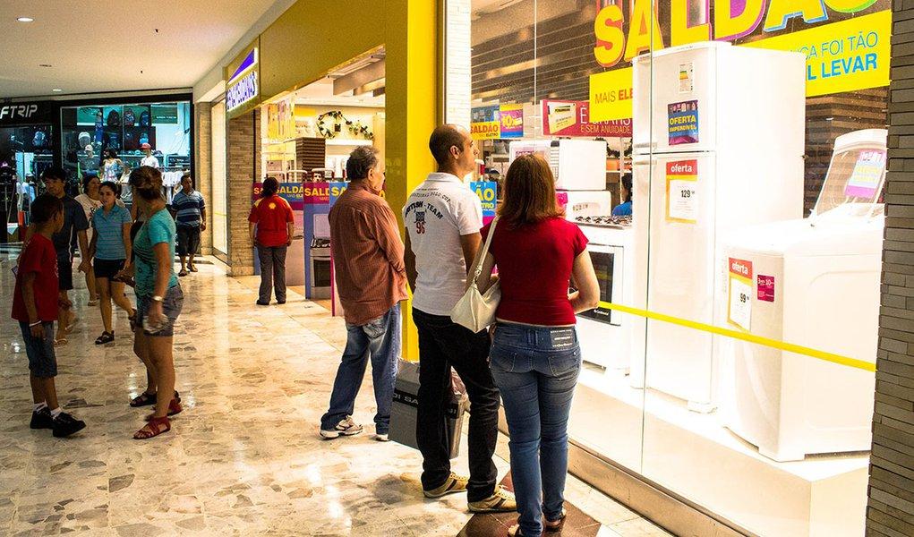 Recessão do golpe fechou mais de 18 mil lojas de shoppings