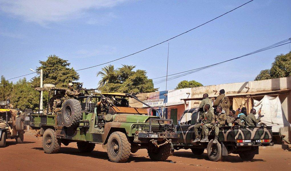 França fica no Mali até que estabilidade seja restaurada