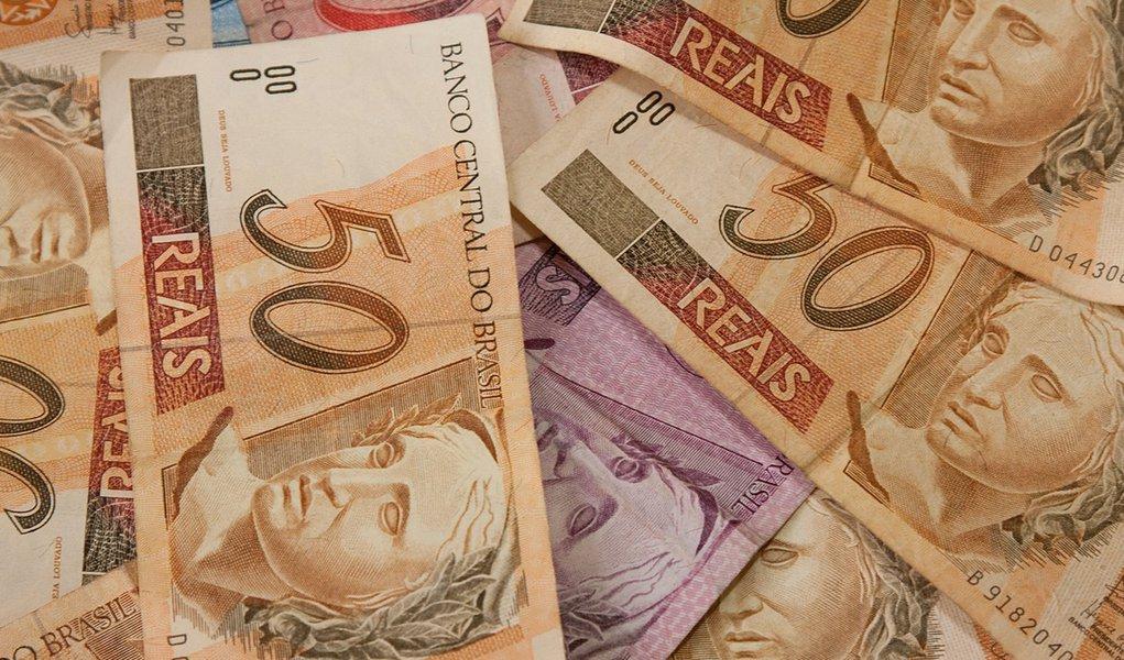 Receita paga penúltimo lote de restituição do Imposto de Renda 2016