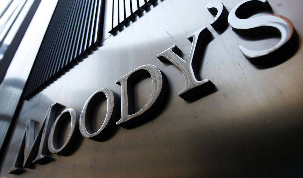 Moody's altera para negativa perspectiva de rating do Brasil