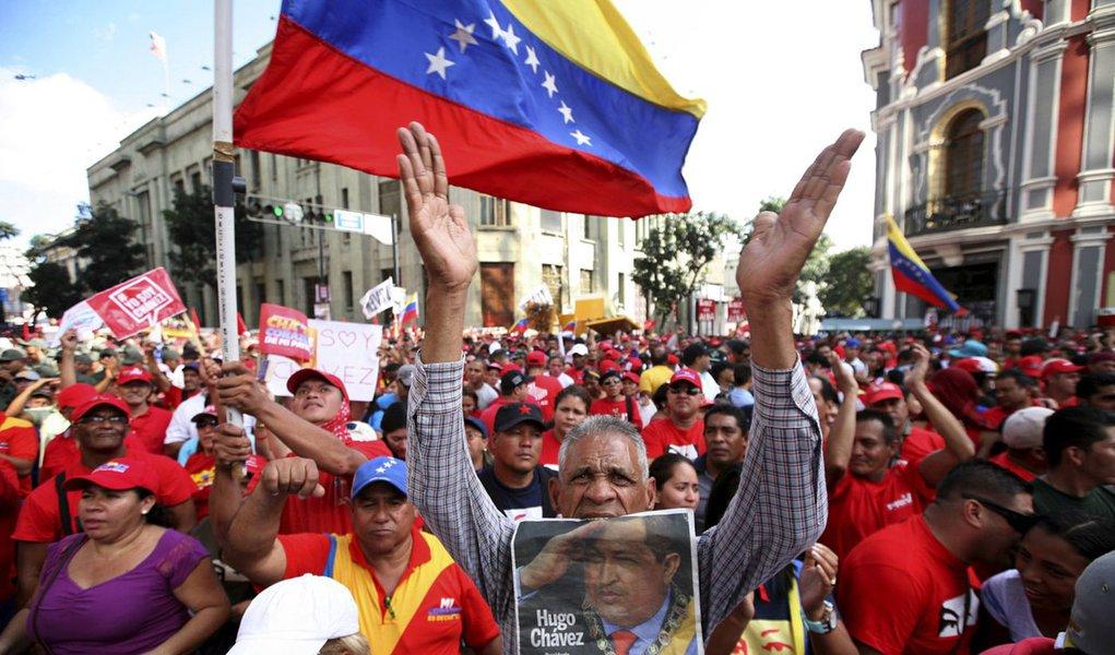 """OEA """"apoia totalmente"""" decisão sobre posse de Chávez"""