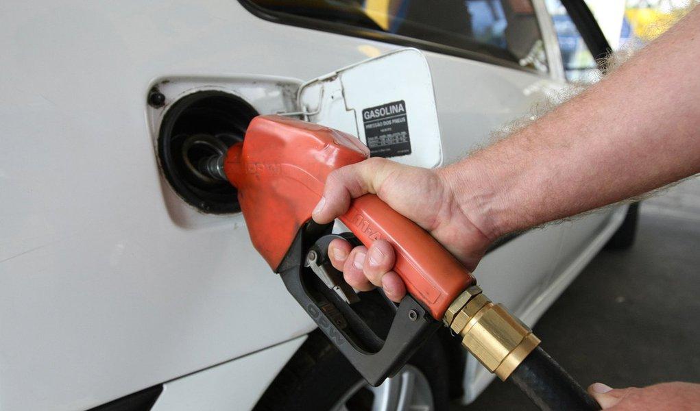 Petrobras anuncia 3ª alta consecutiva para preço da gasolina na refinaria