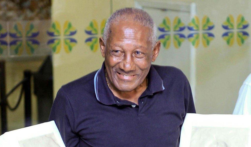Ex-jogador Djalma Santos morre aos 84 anos