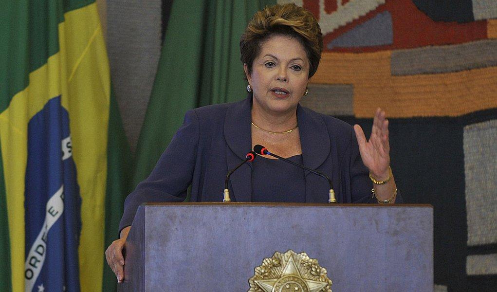 Dilma trata de cortes no Orçamento com ministros