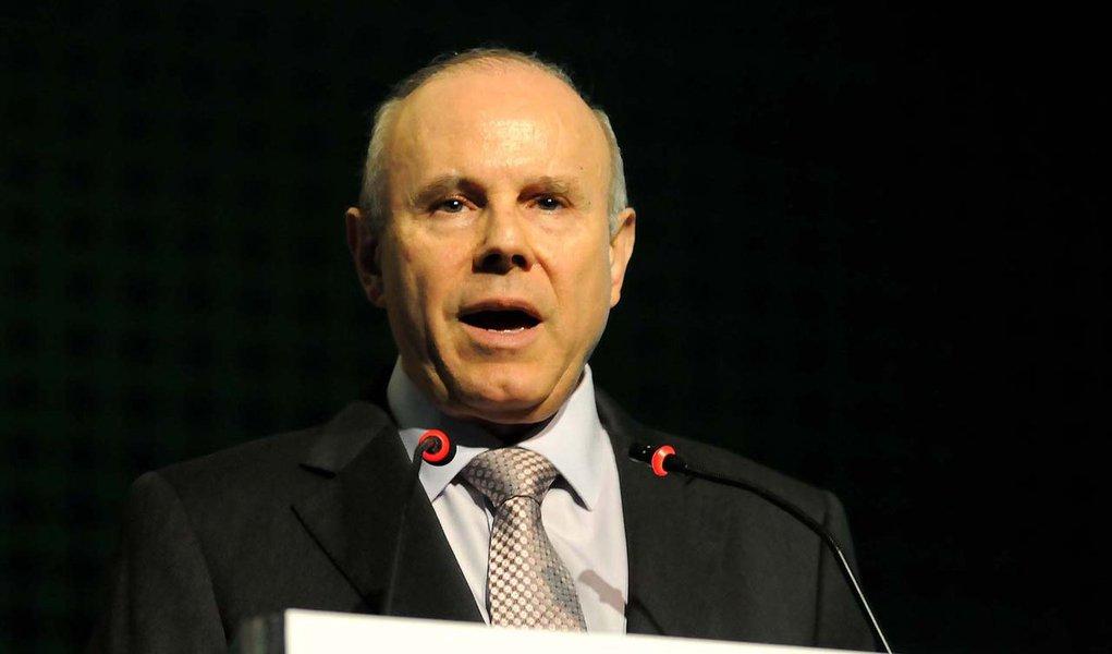 Fazenda reduz previsão de crescimento do PIB a 3,5%