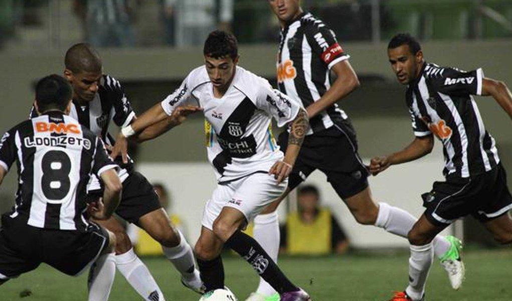 Atlético-MG empata em 2 a 2 com a Ponte, mas permanece na liderança