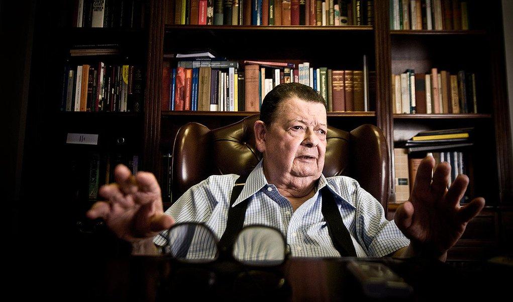 Economista e ex-ministro Antonio Delfim Netto concede entrevista em seu escritório no bairro do Pacaembu, em São Paulo.