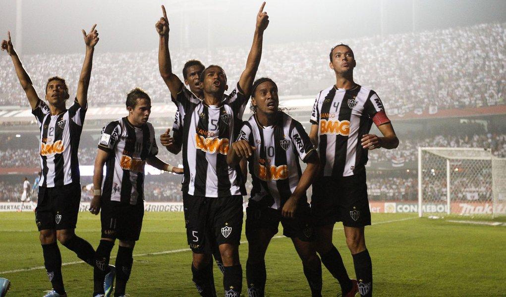 Galo aproveita um a mais e bate São Paulo