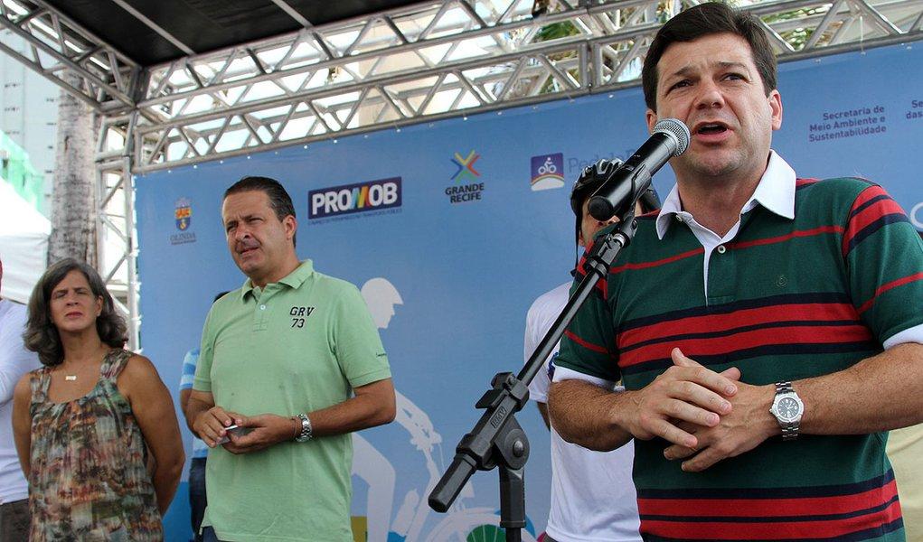 PSB só deixará governo em 2014, diz aliado de Campos