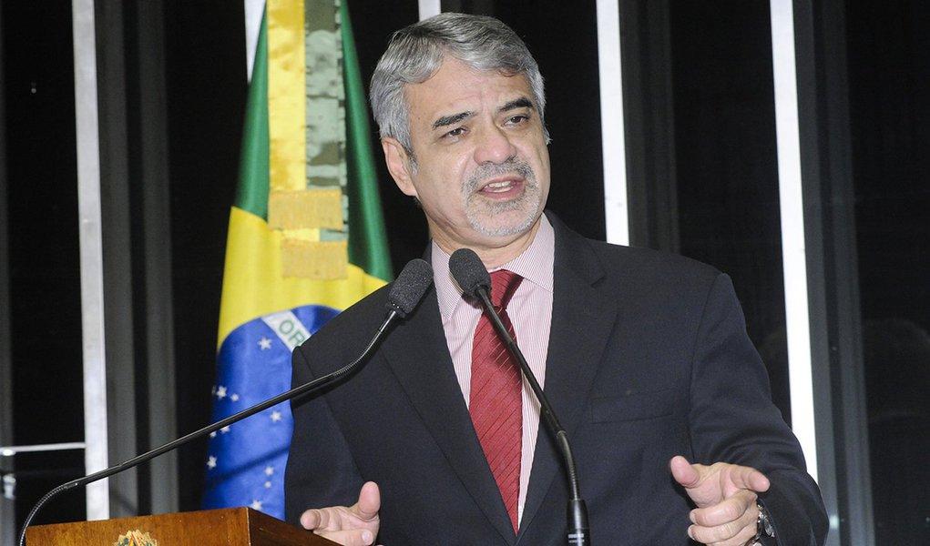 Em discurso na tribuna do Senado, senador Humberto Costa (PT-PE).