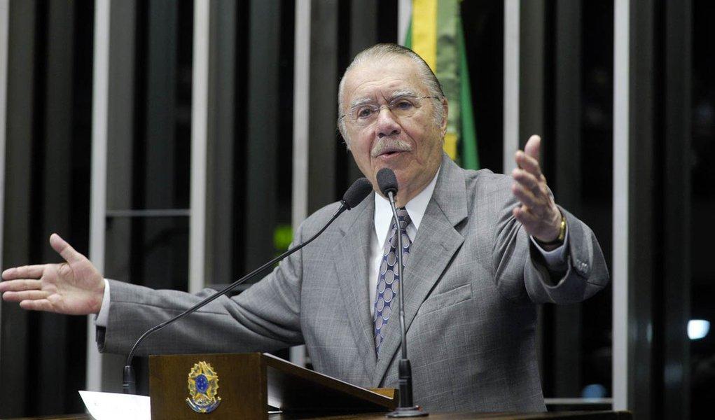 Em discurso na tribuna do plenário do Senado, senador José Sarney (PMDB-AP)