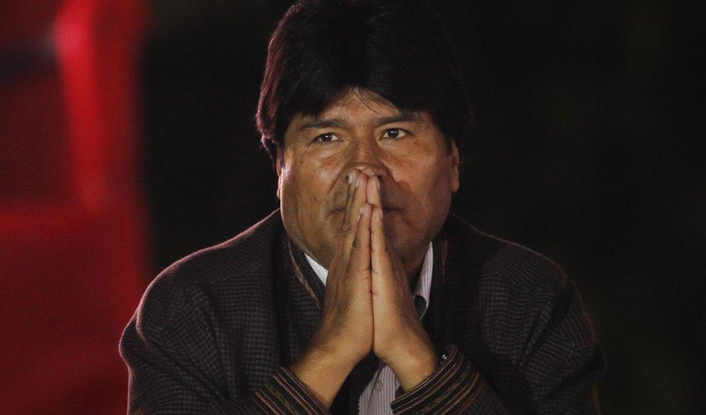 """Morales: situação de Chávez é """"muito preocupante"""""""