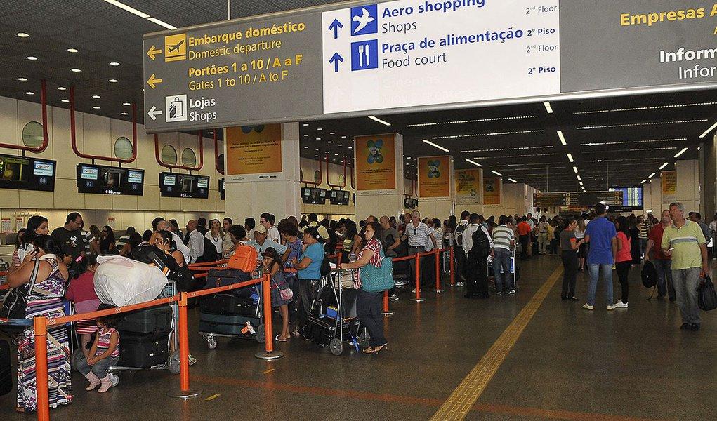 Brasília - A Agência Nacional de Aviação Civil (Anac) realiza  na sede BM&FBOVESPA, em São Paulo, o leilão para ampliação, manutenção e exploração dos Aeroportos Internacionais de Brasília (DF), Viracopos (Campinas-SP) e Guarulhos (SP)