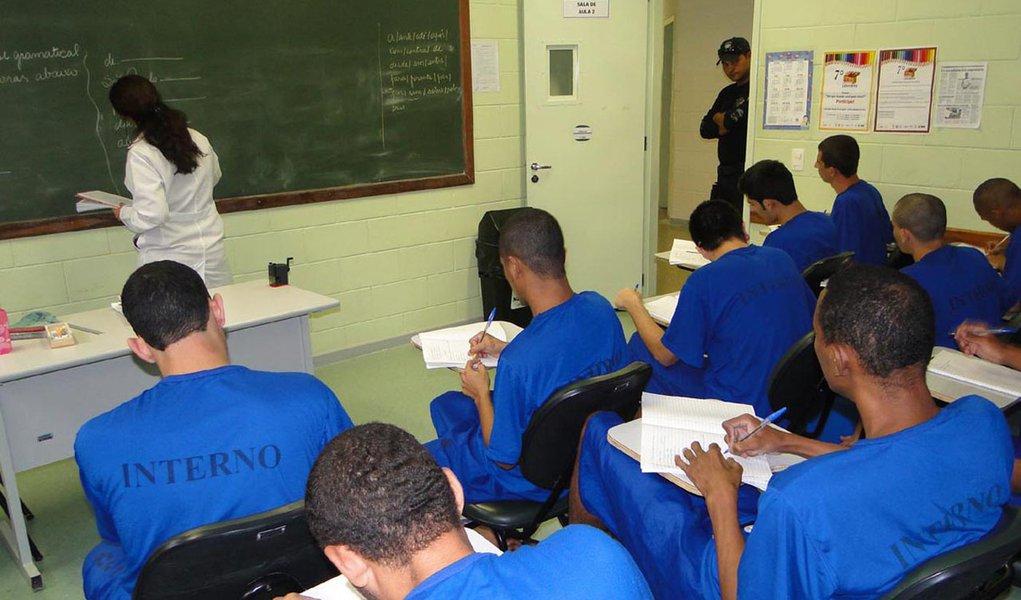 Cresce número de presos estudando em Pernambuco