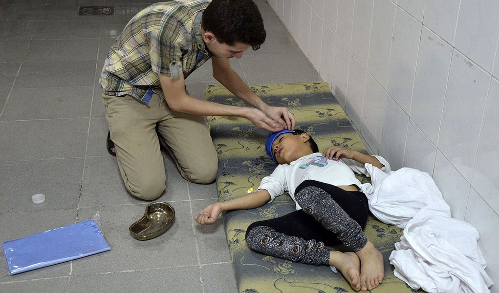 A boy, affected by what activists say was a gas attack, is treated at a medical center in the Damascus suburbs of Saqba, August 21, 2013. Syria's opposition accused government forces of gassing hundreds of people on Wednesday by firing rockets that releas