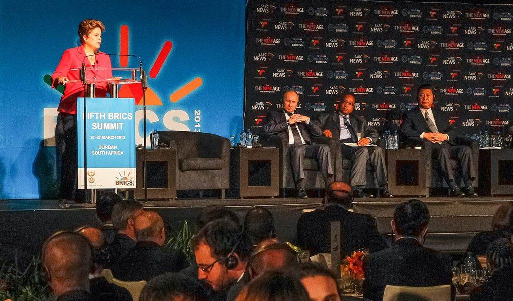 Dilma diz em Durban que crescimento não é inflacionário