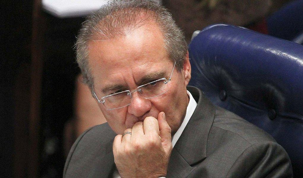 Renan devolve R$ 27 mil por uso de avião da FAB