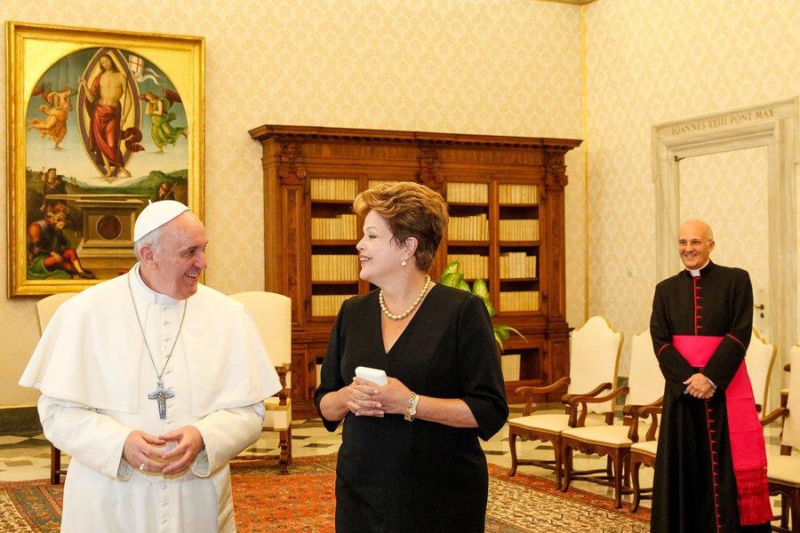 Dilma: Papa é argentino, mas Deus é brasileiro