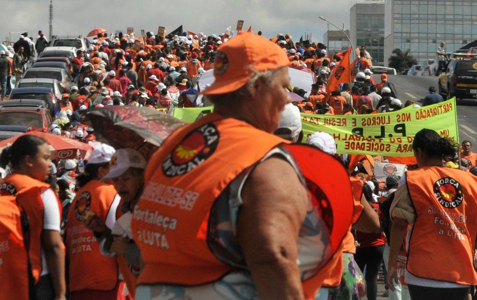 Centrais ameaçam nova mobilização em agosto