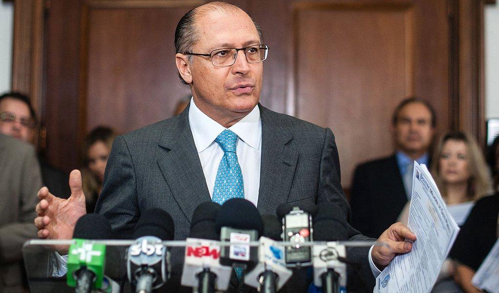 Alckmin sanciona lei para reajuste de professores