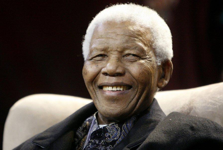 """Mandela responde """"positivamente"""" a tratamento"""