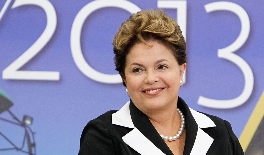 Dilma comemora 1,7 milhão de empregos em 2012
