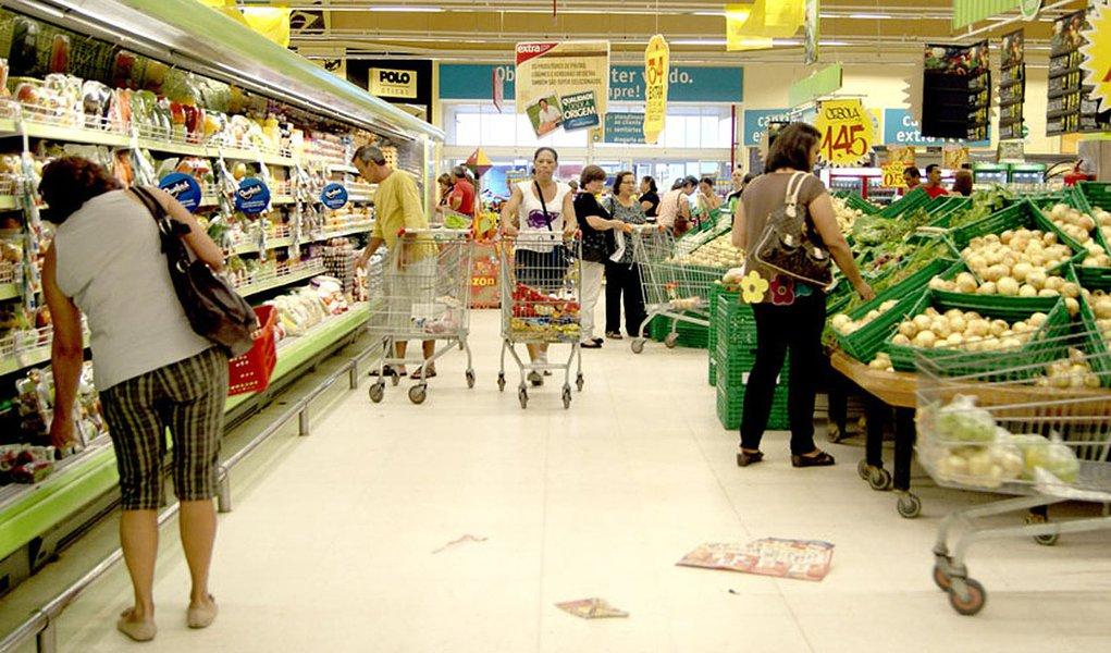 Inflação recua em SP influenciada por alimentos