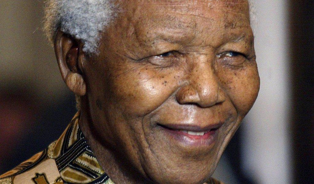 Mandela se recupera bem, diz governo sul-africano