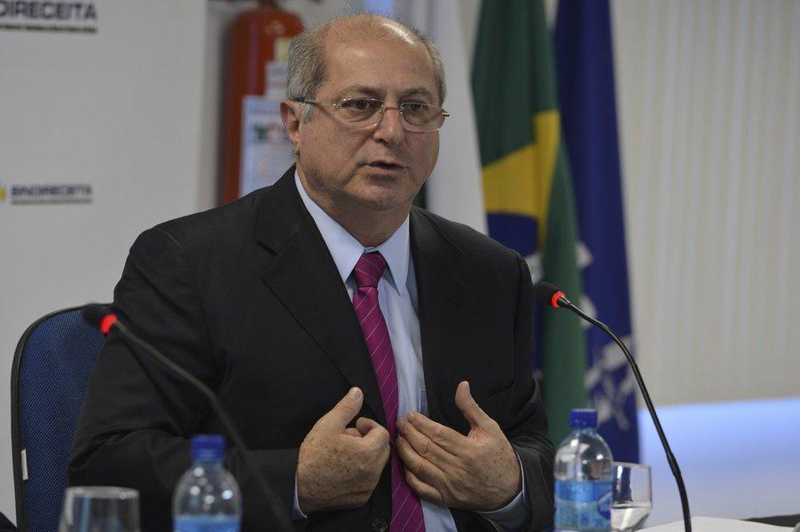Bernardo critica centralização da internet nos EUA