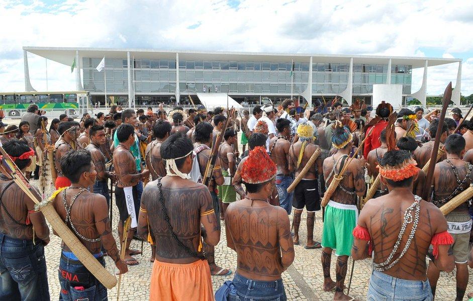 Alexandre Moraes revoga regra de FHC para proteger índios. Gente inútil, não é?