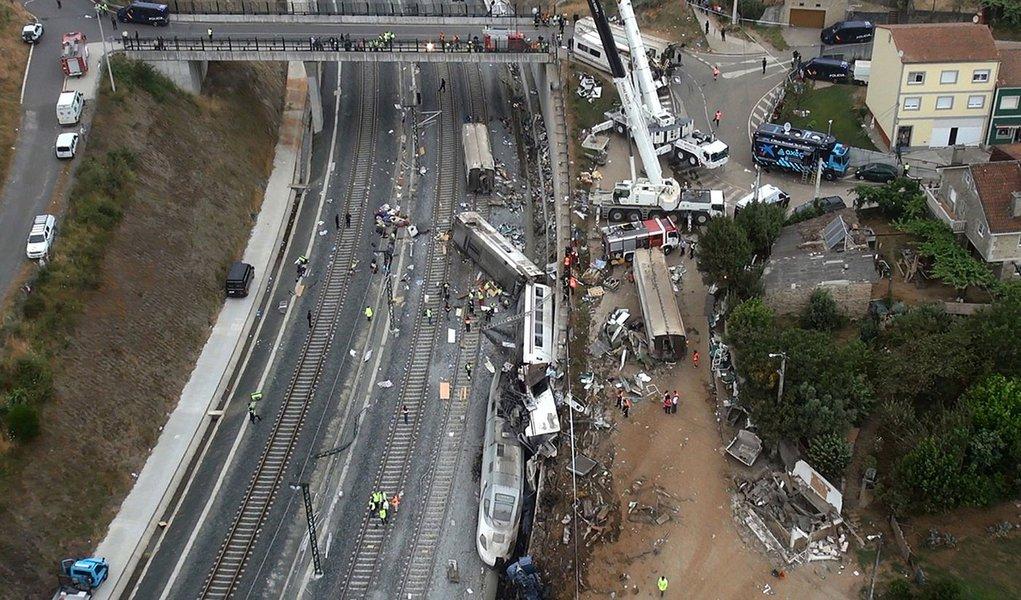 Maquinista diz que se distraiu em acidente na Espanha