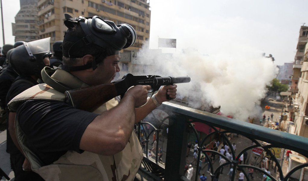Riot police fire tear gas during clashes with members of the Muslim Brotherhood and supporters of deposed Egyptian President Mohamed Mursi, around Cairo University and Nahdet Misr Square, where they are camping in Giza, south of Cairo August 14, 2013. Egy