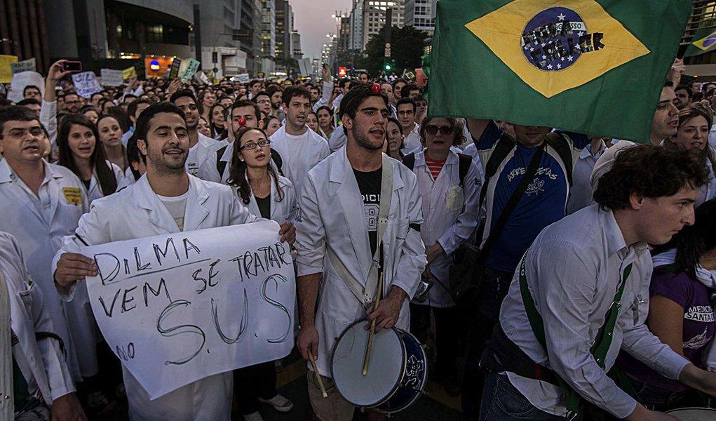 Entidades médicas condenam 'Mais Médicos'
