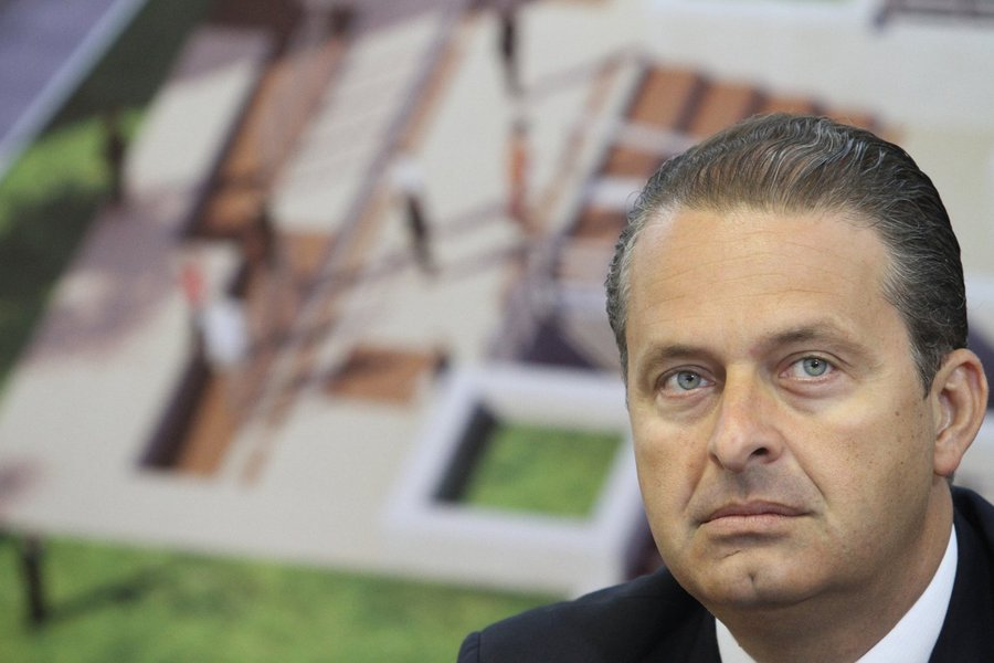 Campos terá que sufocar resistência interna antes de 2014