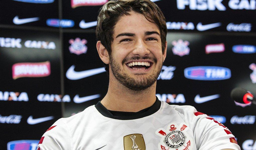"""Pato chega ao Corinthians, """"o melhor time do mundo"""""""