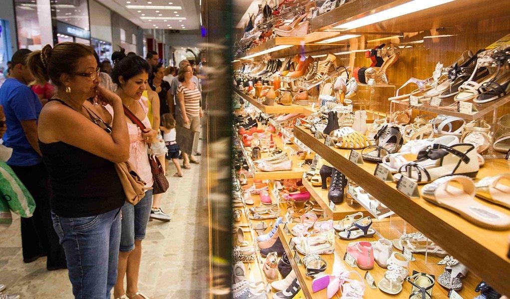 Recessão do golpe faz intenção de consumo das famílias ter novo recuo em julho