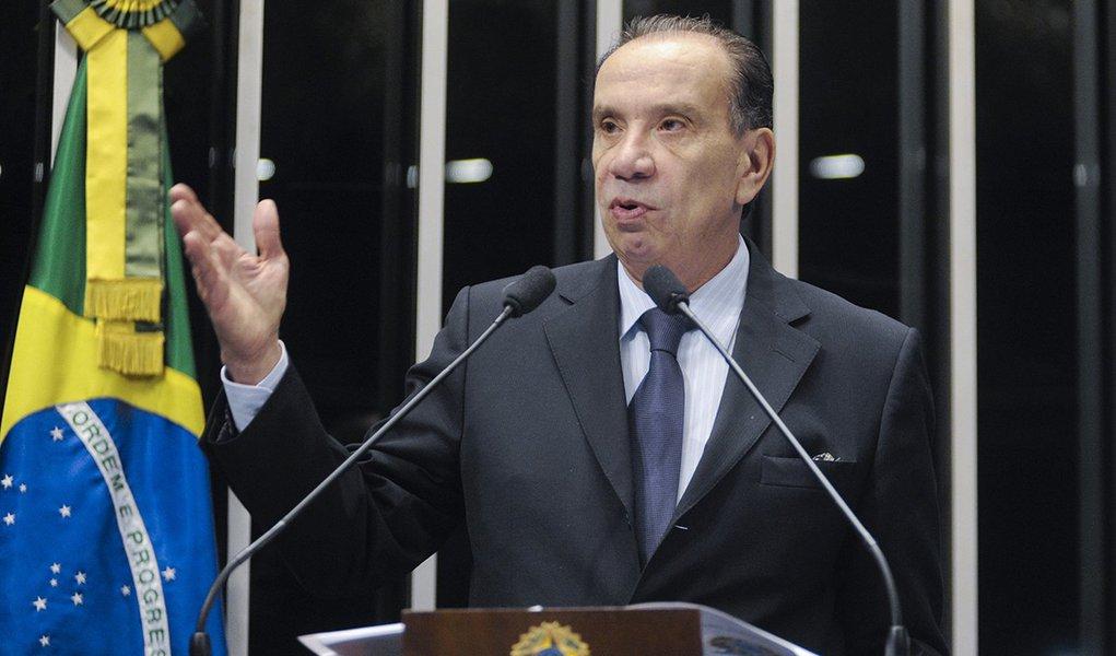 Aloysio Nunes volta a atacar gestão da Petrobras