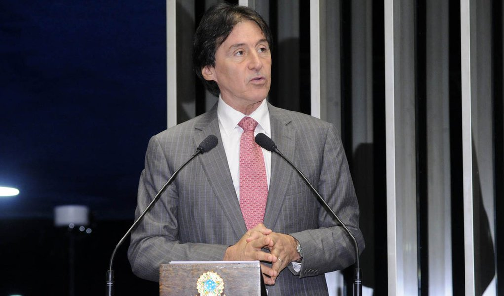 PMDB no Senado escolhe Eunício Oliveira como líder