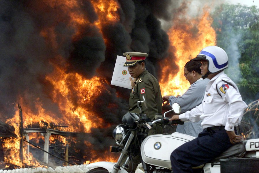 Incêndio em campo de refugiados mata 36 na Tailândia