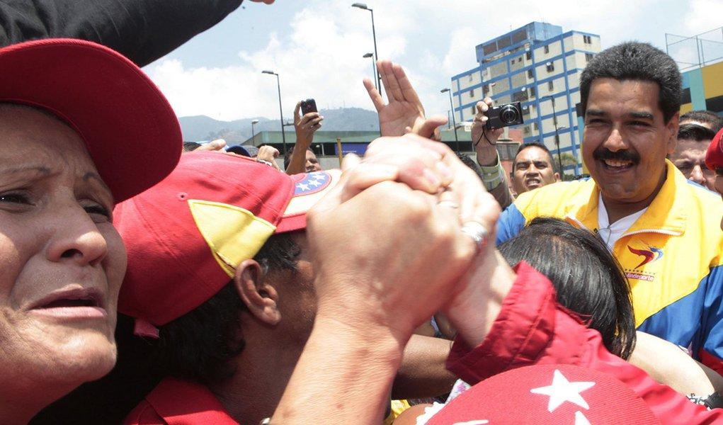 Pesquisa: Maduro tem 53,1% de intenções de voto
