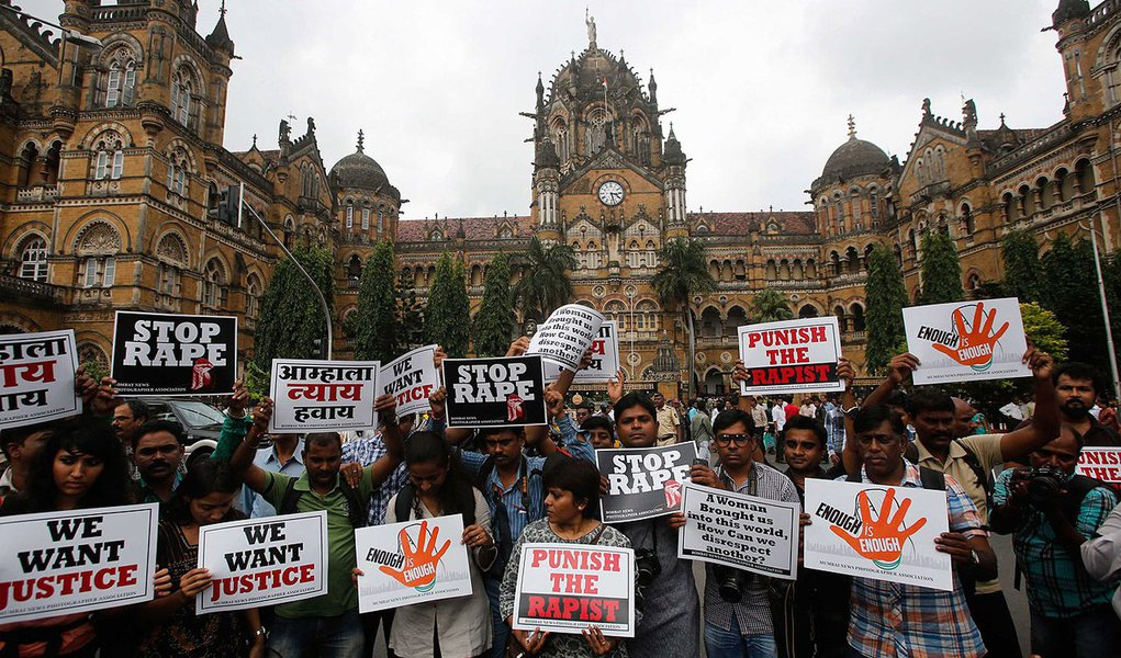 Journalists hold placards as they participate in a protest march against the rape of a photo journalist by five men inside an abandoned textile, in Mumbai August 23, 2013. The attack on Thursday night triggered protests and an outcry on social media, with