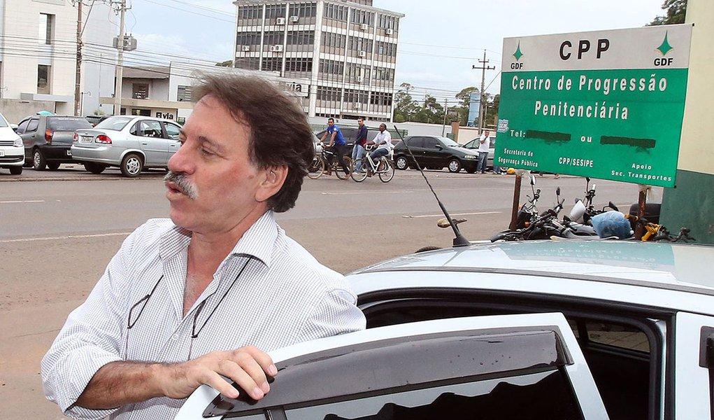 DF - MENSALÃO/DELÚBIO - POLÍTICA - O ex-tesoureiro do PT Delúbio Soares retorna ao Centro de   Progressão Penitenciária (CPP), no Distrito Federal, após  seu   primeiro dia de trabalho fora da prisão, nesta segunda-feira. Delúbio   foi submetido nesta seg