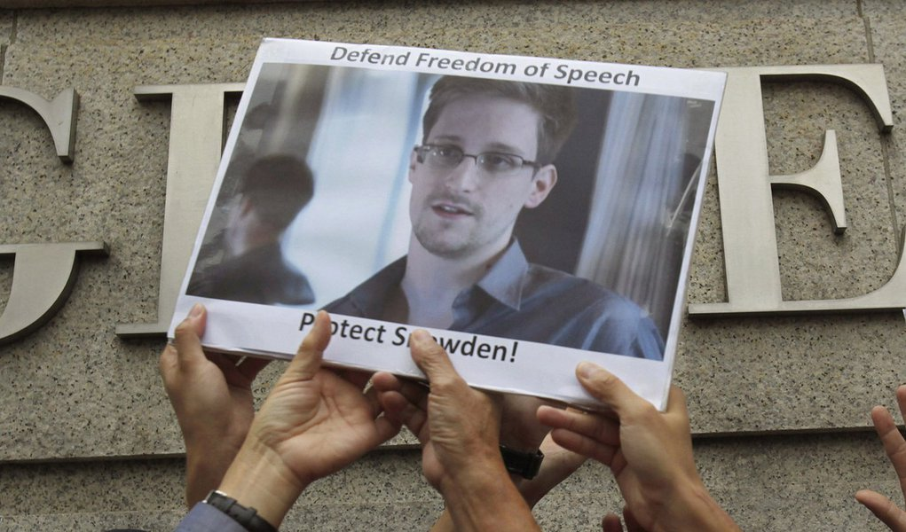 New York Times sugere perdão a Snowden