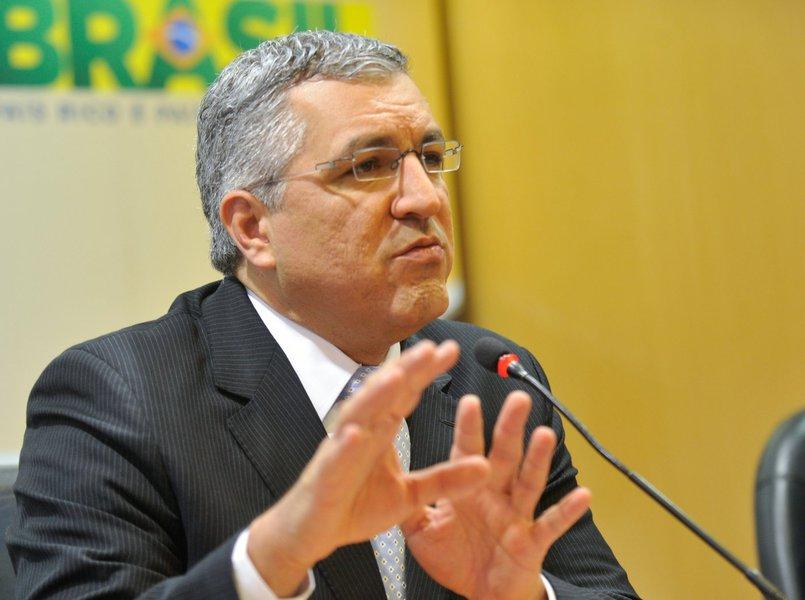 Padilha: programa não vai tirar postos de brasileiros