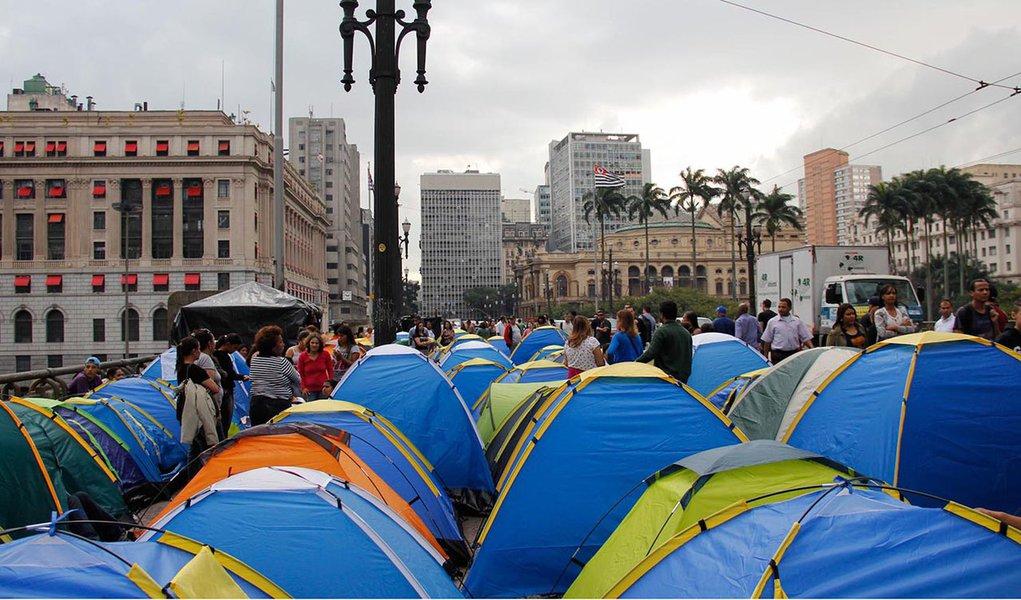 Manifestantes acampam por casas populares em SP