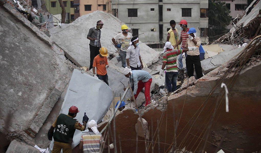 Quatro são presos por desabamento em Bangladesh
