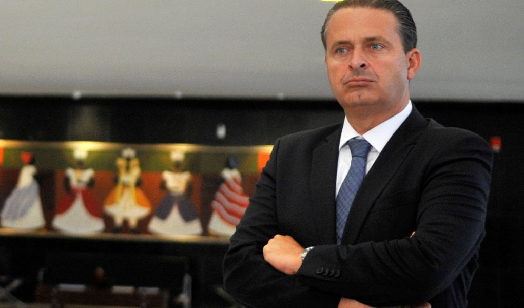 Campos continua 'limpeza' em diretórios por 2014